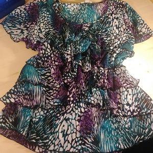 Short sleeve ribbed ruffle frount blouse